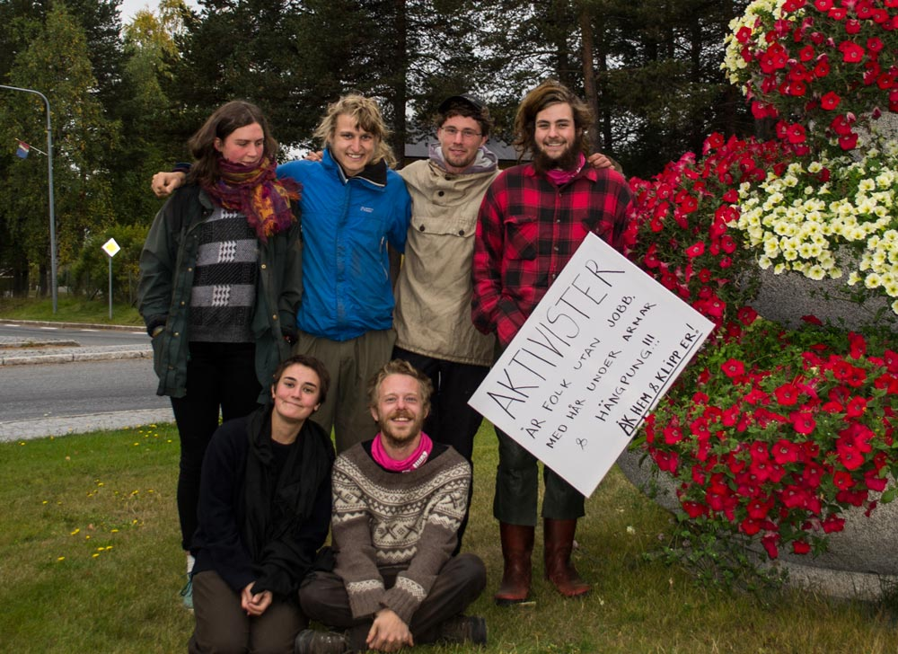 Aktivister i rondellen i Jokkmokk